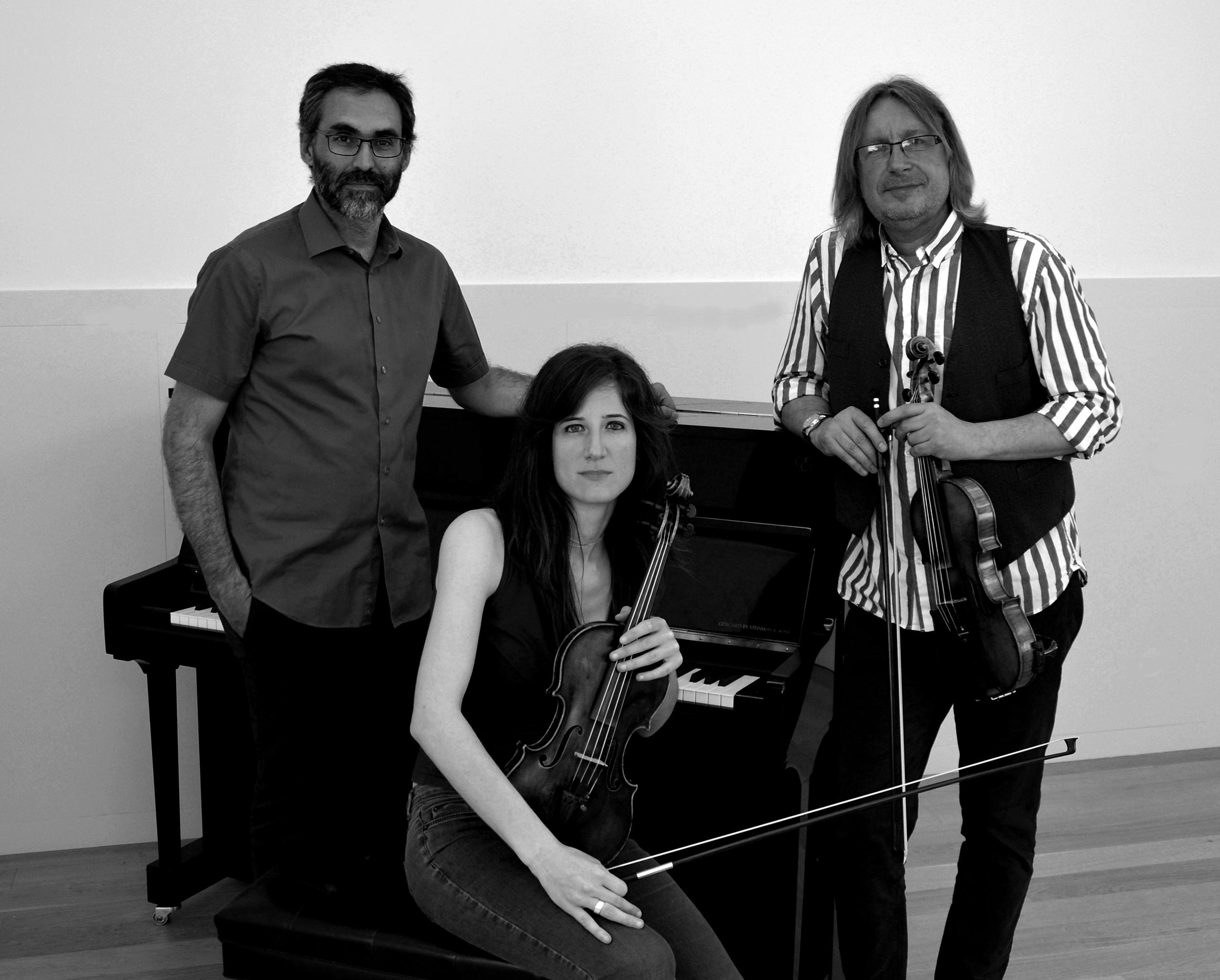 Trio Kafka 01 bn